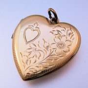 WWII 10K Solid Gold Heart Locket with Soldier Photo 4.3g