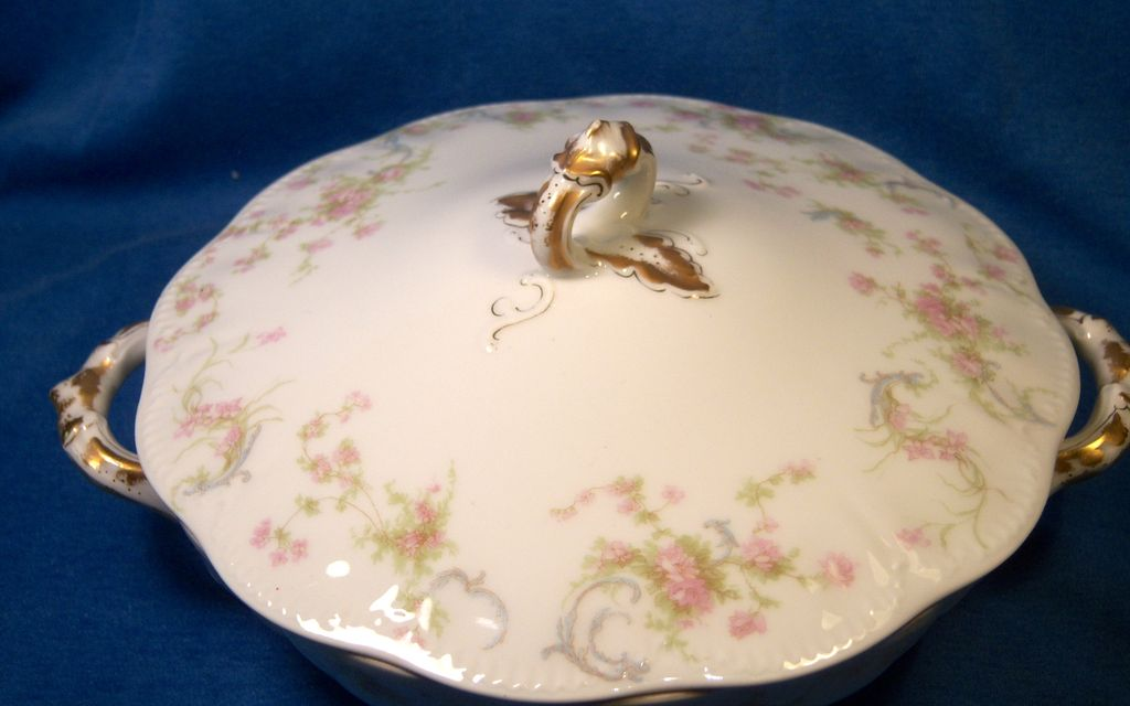 "Haviland ""Princess"" Schleiger 57B Covered Round Vegetable"