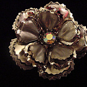 Large Silver tone un signed Coro flower floral brooch pin