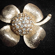Large vintage flower trembler quivering gold tone and rhinestone brooch pin