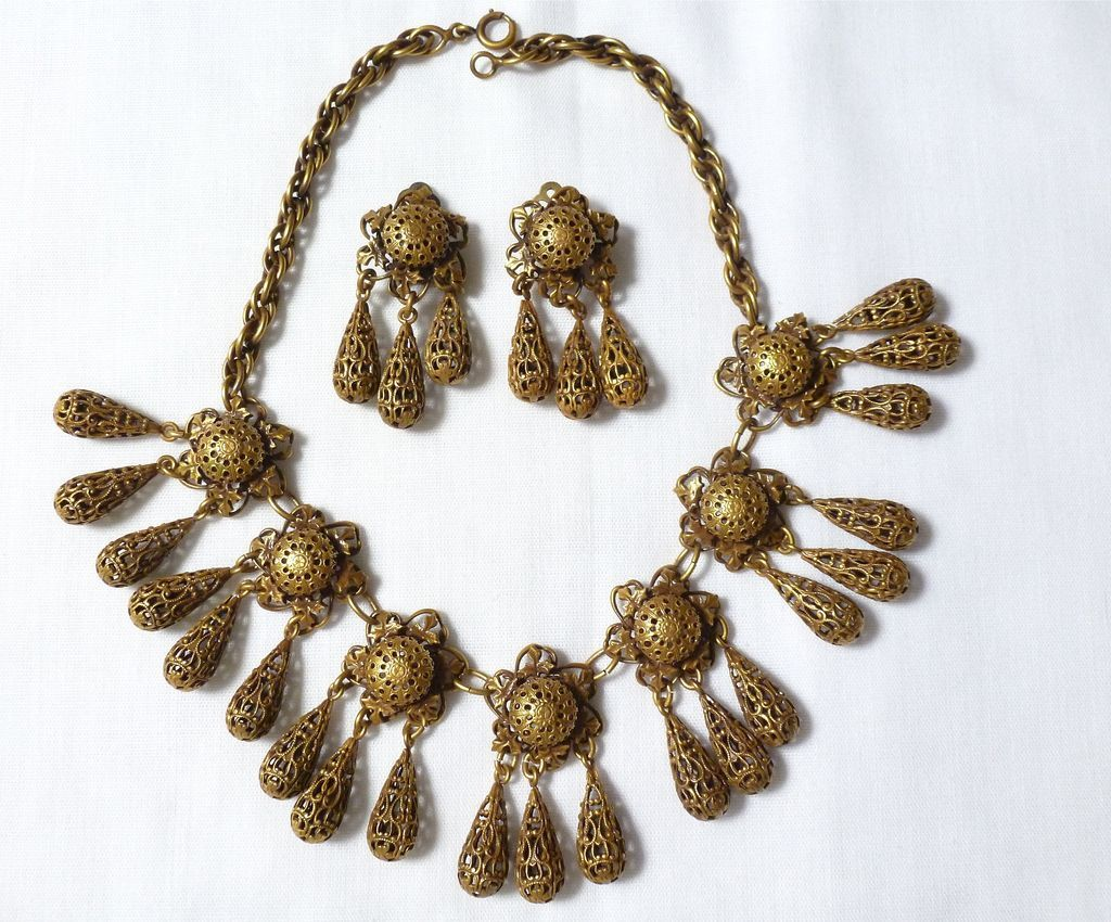 Beautiful vintage Joseff of Hollywood FILIGREE dangle Necklace/Earring Set