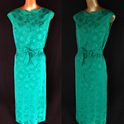 Vintage 60s Cocktail Party Sheath Wiggle Dress in Emerald Green Silk Jacquard - Size L