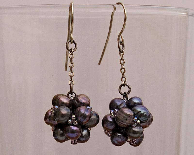 Black pearls cluster earrings on a short chain, 20% off!