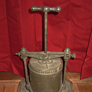 Antique 2Qt Griswold Fruit and Lard Press #1 With Base