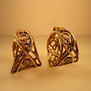Vintage ART 1950S Gold Tone Renaissance Revival Round Earrings