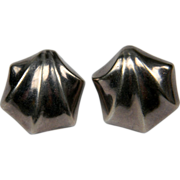 Stylish Shell Shaped silver hallmarked earrings (0317)