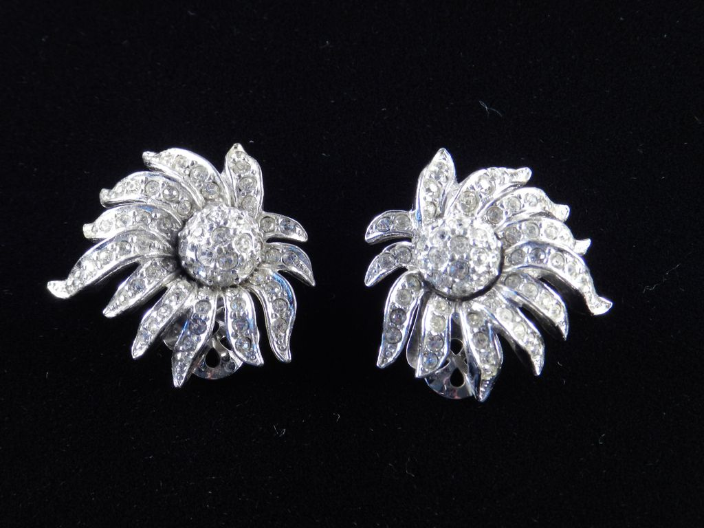 Ledo Polcini Rhinestone Earrings Rhodium Plate