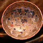 Very Detailed Meiji Era Satsuma Earthenware Bowl with Many Golden Buddha Deities