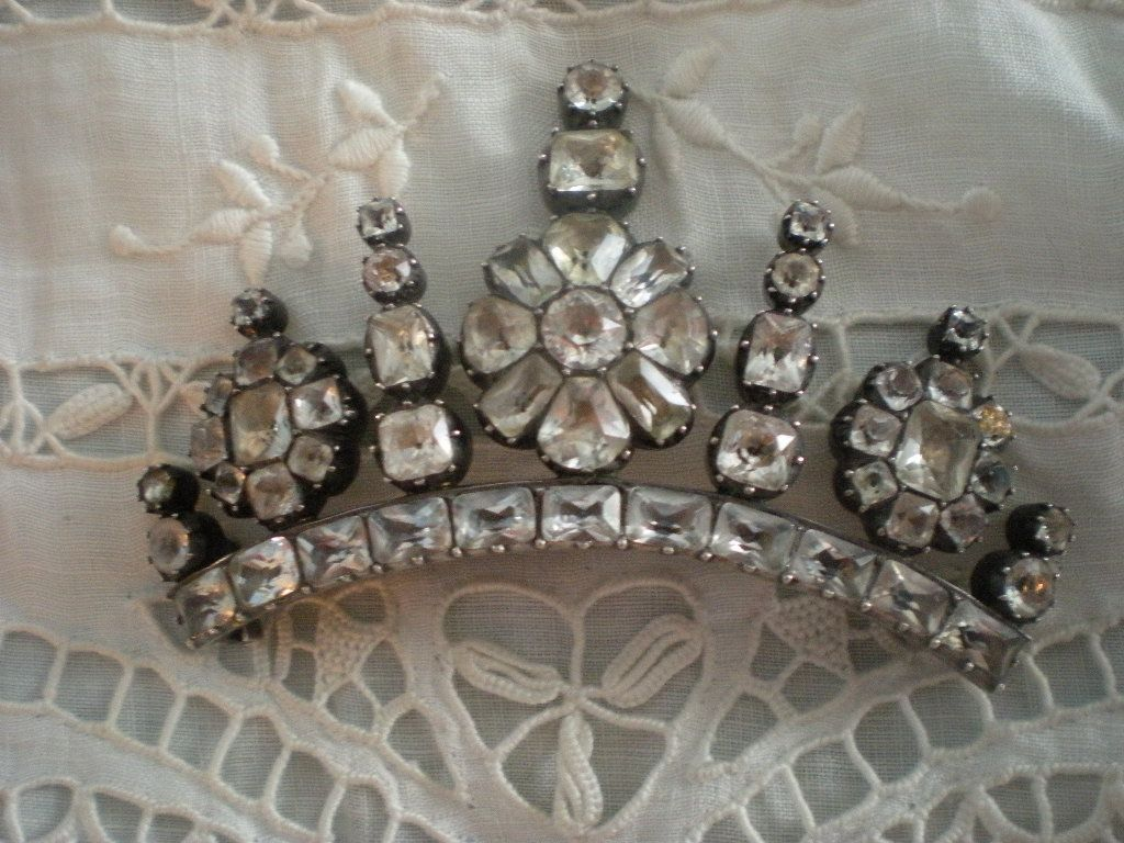 Superlative Georgian Black Dot Rock Crystal and Silver Brooch