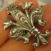 Sterling ~ Cini Fleur De Lis Brooch ~ Petite Silver Brooch