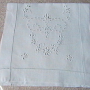 Vintage Runner with Eyelet Embroidery