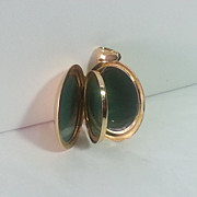 Vintage 18K Yellow Gold Locket For 6 Photos