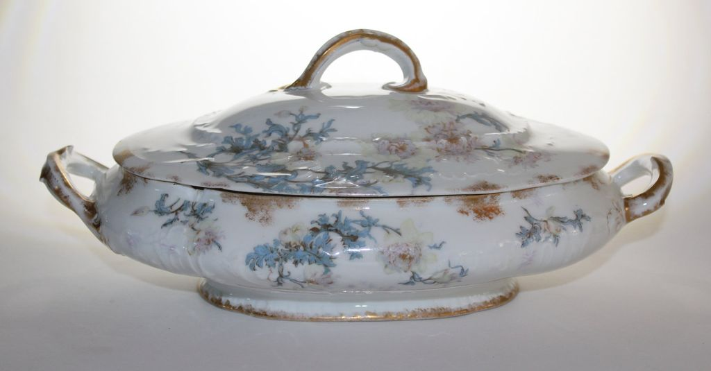 Theo Haviland Covered Oval Casserole Limoges Blank with Schleiger 160 pattern Set Parab�re 1893