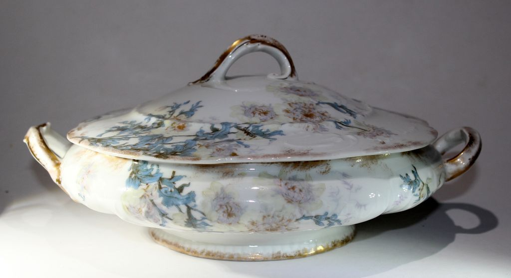 Theo Haviland Round Covered Limoges Blank with Schleiger 160 pattern Set Parab�re 1893