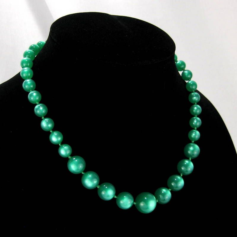 Vintage Kelly Green Lucite Moonglow Bead Necklace