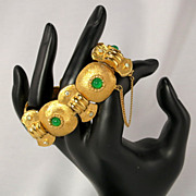 Vintage Green Glass Cabochon Rhinestone Gold Tone Textured Link Bracelet