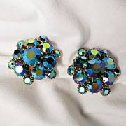 Vintage Weiss Blue Green Aurora Borealis Rhinestone Clip Earrings