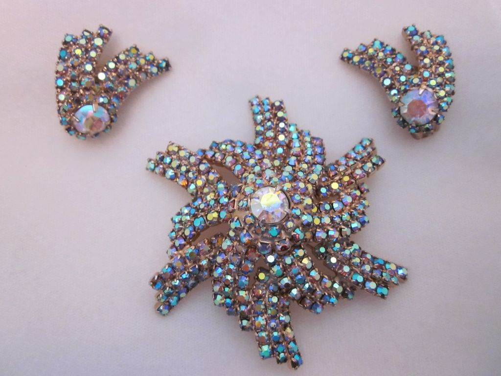 Impressive Pinwheel Iridescent Rhinestone Brooch & Earring Set