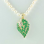 14 kt Yellow gold Emerald & Diamond ensemble with pearls