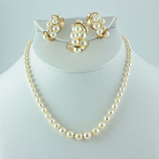 14 kt yellow gold with Akoya pearls a 4 item ensemble