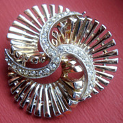 HAR Brooch with Clear Rhinestone Chatons and gold Coloured Metal Spindles