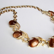 SALE LISNER Beautifully Designed Moonglow Thermoset Acorns Necklace