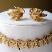 CROWN TRIFARI  Necklace Demi Parure with Beautifully Detailed Gold Coloured Sculpted Leaves