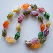 SALE Gorgeous Multi-Coloured Matinee Length Necklace of Sculpted Lucite Beads in Amber Green T