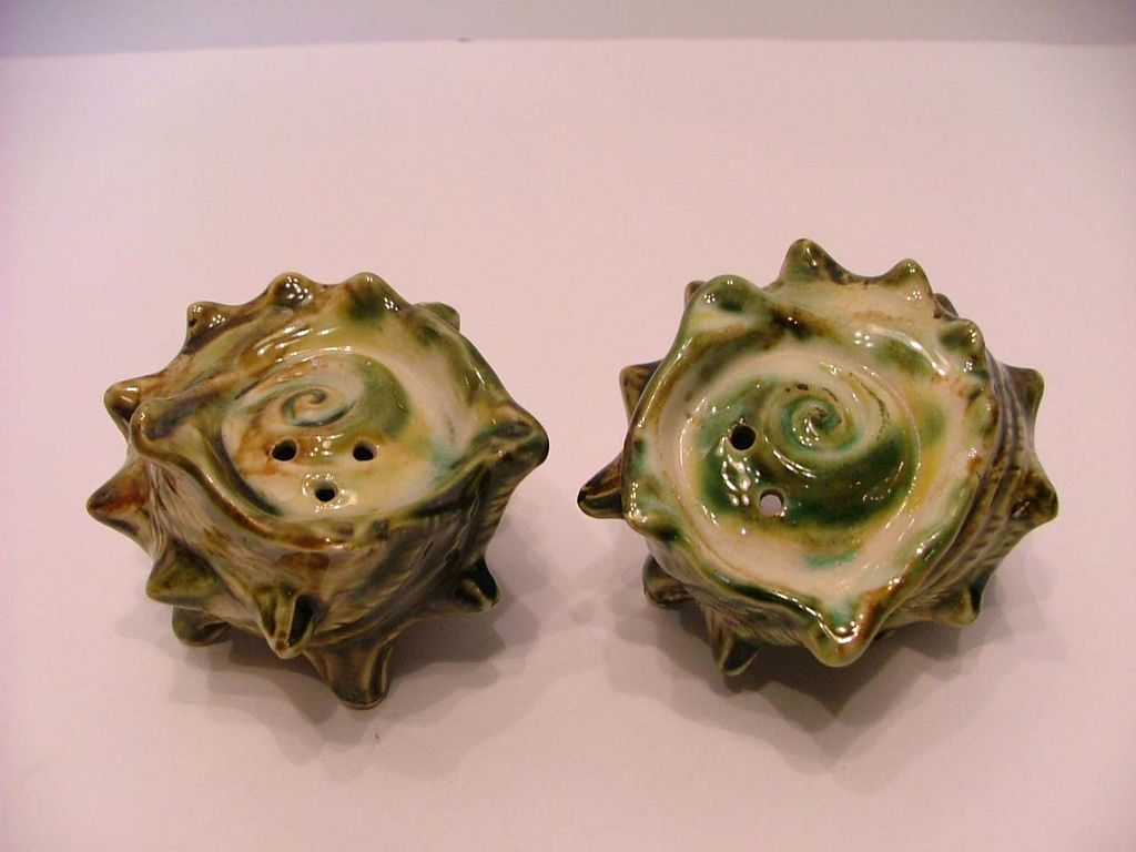 Vintage Conk Sea Shell Shaped Salt & Pepper Shakers