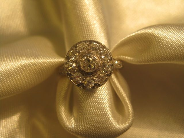 Dazzling 14K ring with 16 Diamonds