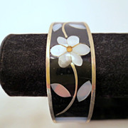 Vintage flower Cuff Bracelet, Signed Alpaca mexico pua shell or abalone Black and white silver