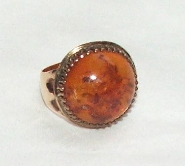 Lovely Victorian 10Karat Gold Ring with Amber Stone