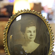 Antique J.W. Holloway Co. Oval Frame w/Photo