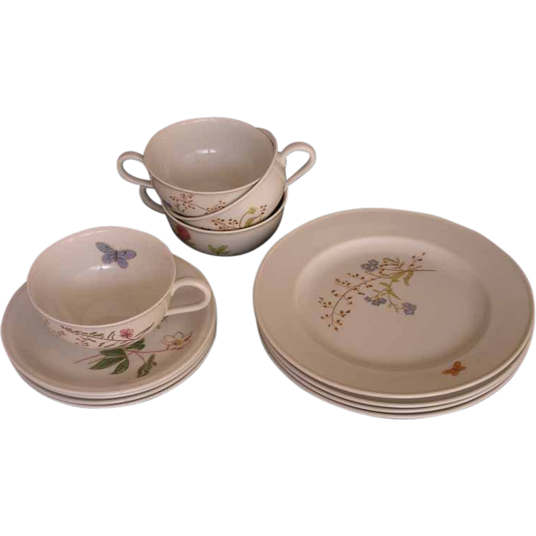 Hutschenreuther Tea Set for Four  (12 pieces) Turvel Shape Flower and Butterfly Decor - 20th Century, Germany