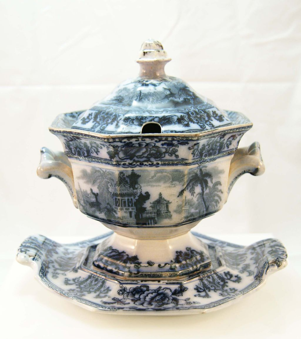 Davenport &quot;Cyprus&quot; Flow Blue Ironstone Gravy Urn and Saucer