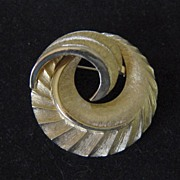 Coro Gold Metal Swirl Brooch