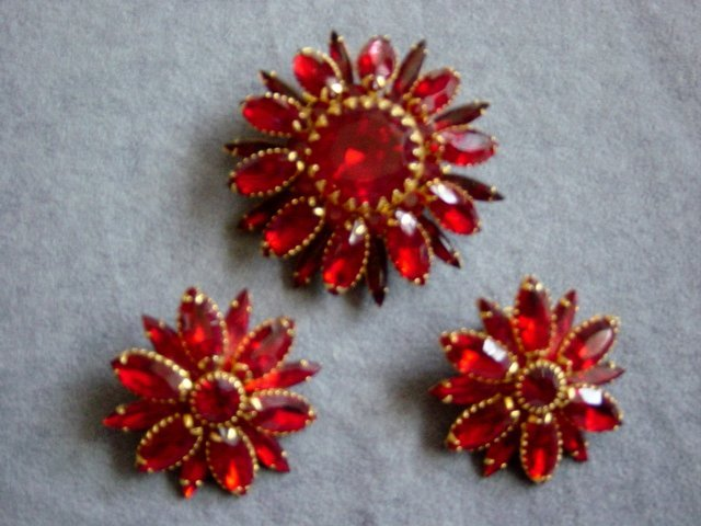Vintage Judy Lee Ruby Red And Gold Tone Brooch And Earrings Set