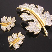 SALE Lovely Lisner Leaf Brooch & Earrings