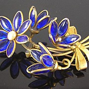 SALE Poured Glass Blue Flower & Buds in Bow Bouquet Circa 1940�s Fur Clip