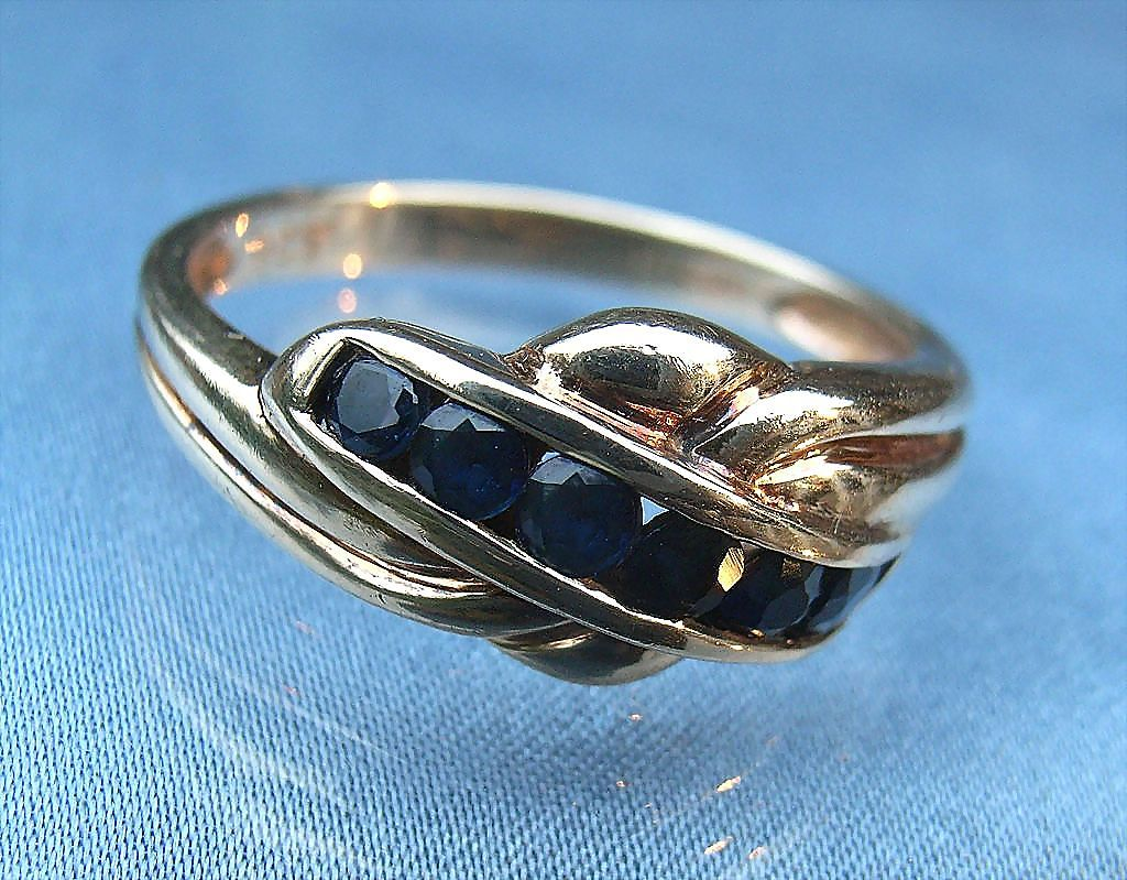 Elegant 1940s Channel Set Sapphire & 9K Gold Ring