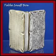 Snuff box for the table featuring hand chased elegant top