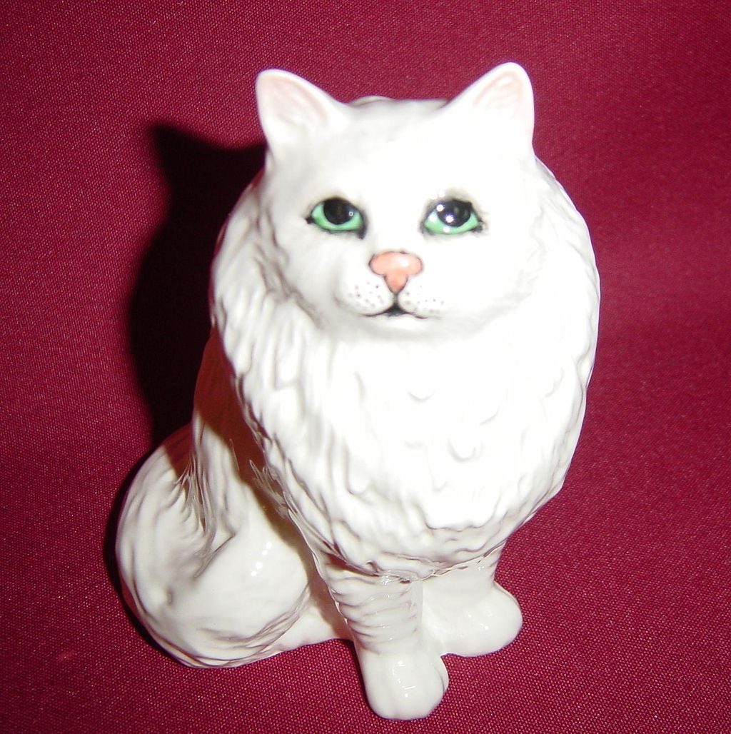 Beswick White Persian Cat Seated, Looking Up #1880