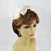 Vintage 1950s Hat White Satin Close Fitting Bow Beret