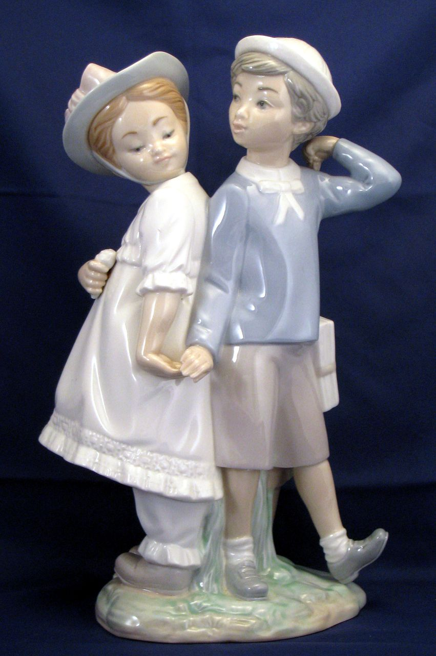 "Lladro ""Puppy Love""   Figurine # 1127 - young love"