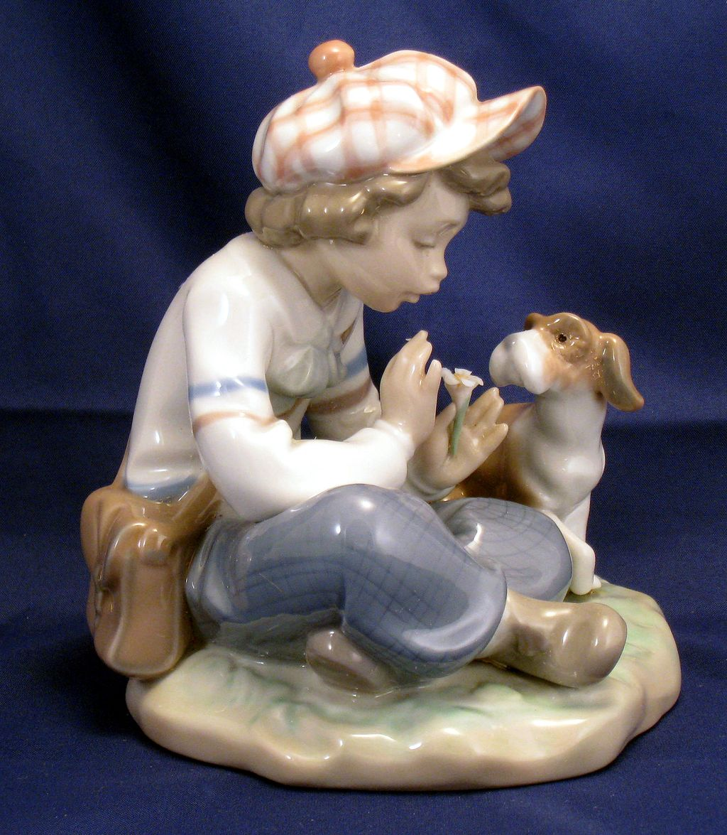 "Lladro ""I hope she does...."" Figurine # 5450 - daisy petals - she loves me, she loves me not"