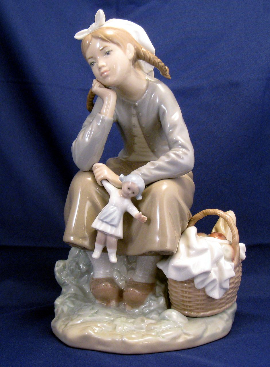 "Lladro ""Girl with doll "" ""Anoranza"" Figurine # 1211 or 01011121 - beautiful daydreamer"