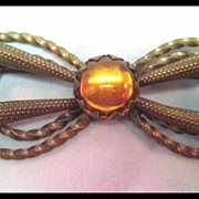 Unique and Pretty Bow Pin