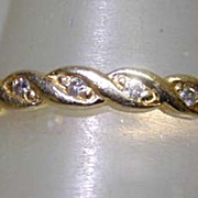 Vintage 18K Gold & Diamonds Eternity Ring With a Twist