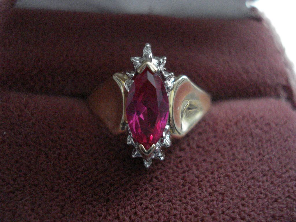 Vintage Estate 10kt Gold Ladies Ruby Diamond Ring