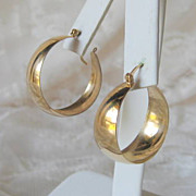 SALE 14 karat Gold Hoop Earrings